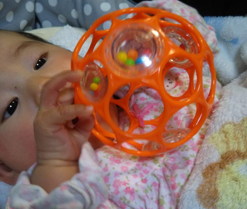 生後3ヶ月のおすすめのおもちゃ①オーボール