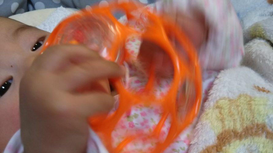 生後3ヶ月のオススメおもちゃはこの2つ!握れない赤ちゃんでも。
